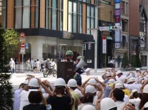 訓練に参加する専田(写真中央)